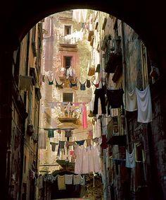 naples-italy: (via - Napoli, Panni stesi )