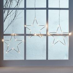 Star of wonder! From windows to walls, our white star trio introduces a cosy warm white glow wherever it goes. Use the suction cups included or pop a few pins in the frame and your light will be up in no time at all.