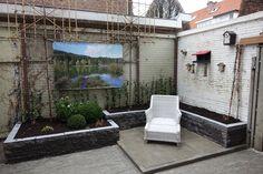 tuinaanleg in voorburg met verhoogde bloembakken met vaste planten en in-lite tuinverlichting erin verwerkt