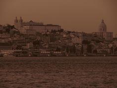 Lisboa vista de Cacilhas (Almada) Paris Skyline, Travel, Sidewalk, Lisbon, City, Architecture, Viajes, Traveling, Tourism