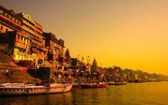 http://blog.the-maharajas.com/wp-content/uploads/2015/08/Varanasi-ciudad-antigua.jpg