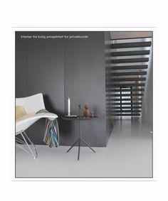 """Her er det brukt sorte, matte fasadeplater fra Formica. Platene er limt på stenderverket og utenpå dørbladene for å få dørene """"usynlige"""".(800×960)"""