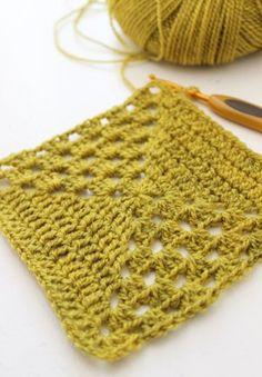 Image of Oldemorfirkant med grafisk effekt Crochet Mandala Pattern, Crochet Motifs, Crochet Blocks, Granny Square Crochet Pattern, Crochet Squares, Crochet Stitches, Crochet Patterns, Granny Squares, Diy Crochet And Knitting