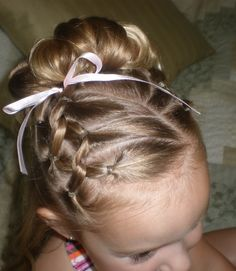 Girl Hairdos & Ideas The Effective Pictures We Offer You About girls hairdos with headband A quality Girls Hairdos, Little Girl Hairstyles, Pretty Hairstyles, Natural Hairstyles, Beautiful Haircuts, Teenage Hairstyles, Toddler Hairstyles, Easy Hairstyles, Toddler Updo