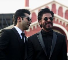 Dilwale (2015) Dilwale 2015, Varun Dhawan, Men Formal, Shahrukh Khan, Good Times, Pilot, Bollywood, Mens Sunglasses, Sexy