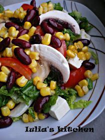 kind of salad ♥️♥️♥️ Lettuce, tomatoes, boiled corn, red beans, cheese oil and salt ♥️♥️♥️ Healthy Salad Recipes, Vegetarian Recipes, Cooking Recipes, Vegetarian Lunch, Finger Food Appetizers, Appetizer Recipes, Finger Foods, Good Food, Yummy Food
