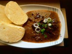 Dančí guláš na červeném víně Korn, Hummus, Stew, Tacos, Pizza, Ethnic Recipes, Red Peppers, One Pot, Grains