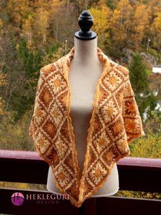 Heklet trekantsjal med oldemorsruter i gulfarger Vest, Sweaters, Jackets, Design, Fashion, Down Jackets, Moda, Fashion Styles, Sweater