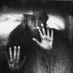 With Broken Eyes, photography by Zewar Fadhil