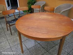 Fantast-fabrikken: Rensning af teakbord Dining Chairs, Dining Table, Home Remedies, Diy Furniture, Repurposed, Diy And Crafts, Cleaning, House, Inspiration