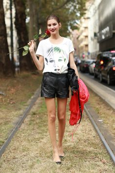 A rose added the final touch to this cool-girl ensemble.