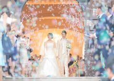 結婚式でのバブルシャワーの瞬間がフォトジェニックで感動