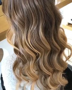 Ash Blonde Ombre Hair, Honey Blonde Hair, Blonde Hair With Highlights, Hair Color Balayage, Blonde Wig, Grey Hair, Highlights For Brunettes, Caramel Balayage Highlights, Maroon Hair