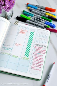 I <3 the way this lady uses markers for notating things in her planner (i.e. green for meals, orange for errands, blue for appointments, etc.).