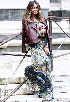 look-vestido-longo-estampado-e-jaqueta