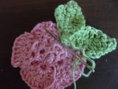 Lenas lille verden: Rose Crochet Earrings, Cordial, Crafting