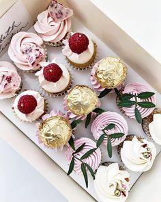 176 vind-ik-leuks, 12 reacties - elisabeth & valentijn (@elisabethvalentijn) op Instagram: 'Little box filled with happiness  Made these cuties for @elinerosinajewelry #minicupcake…'