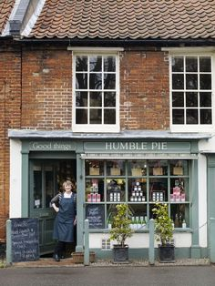 Humble Pie shop in Burnham Market, Norfolk Design Japonais, Humble Pie, Pie Shop, Burnham, Lovely Shop, Shop Fronts, Shop Around, Cafe Design, Cafe Restaurant