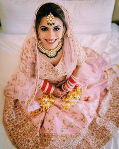 Contrasting Jewellery Ideas To Pair With Your Pink Bridal Lehenga! Wedding Day Makeup, Bridal Makeup Looks, Indian Bridal Makeup, Bridal Looks, Pink Bridal Lehenga, Pink Lehenga, Bridal Chuda, Indian Bridal Hairstyles, Punjabi Bride