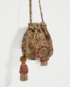 Zara Beaded Bucket Jute Tassel Mini Crossbody c Pochette Portable, Motifs Perler, Potli Bags, Ethnic Bag, Do It Yourself Fashion, Embroidery Bags, Boho Bags, Beaded Bags, Fabric Bags
