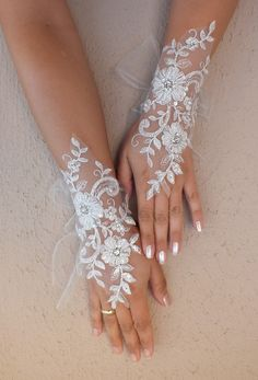 Ivory Wedding gloves bridal gloves lace gloves by WEDDINGHome, $30.00