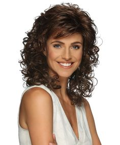 Perruque Jessica par Estetica Designs Jessica Wig by Estetica Designs 1 Layered Curly Hair, Curly Hair With Bangs, Short Curly Hair, Super Curly Hair, Thin Hair, Medium Curly, Medium Hair Styles, Curly Hair Styles, Permed Hairstyles