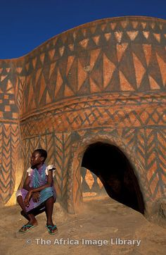Palace of Paga Pio,the paramount chief of Paga, founded in 1670, painted in the traditional regional style, Paga, Ghana