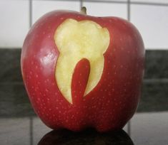 Dentaltown - If an apple a day keeps the dentist away, what does an onion do? Is this worth an apple-ause? Dental Design, Dental Art, Dental Humor, Dental Hygienist, Dental Academy, Dental Videos, Dental Images, Veneers Teeth, Pediatric Dentist