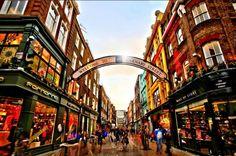 Winkelen in Londen: tips en informatie over shoppen in Londen. De gezelligste winkelstraten, winkelcentra, warenhuizen en winkels in Londen, met ook hotels, restaurants en openbaar vervoer.