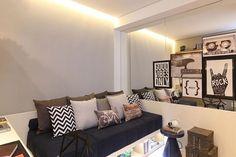 Composição de almofadas e quadros!  #decoracao #decoração #decor #sala #living #quadro #quadros #frases #casamento #casar #casando #bomdia #sol #manha #terça #viver #morar #sonhando #amarelo #parede #cor #chique #chic #cozinha #mesa #noiva #detalhes #amei #amando #lookdodia