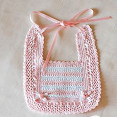 Best Ideas For Baby Crochet Scarf Girls Col Crochet, Crochet Baby Bibs, Crochet Baby Clothes, Crochet Gifts, Crochet For Kids, Hand Crochet, Crochet Stitches, Baby Knitting Patterns, Baby Patterns