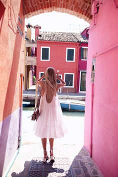 Color overdose in Burano, Venice / Chloé sandals & small Faye bag: http://www.ohhcouture.com/2016/07/monday-update-28/   #ohhcouture #leoniehanne #ohhvenice
