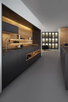 Wildhagen | Zwarte design keuken met hout accenten van LEICHT http://amzn.to/2keVOw4
