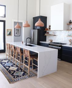 home design Make your kitchen more functional and more beautiful, too with the help of these nine clever Ikea hacks. From cool new cabinet fronts to savvy DIY kitchen islands, its easy to enhance your homes design on a budget with these smart ideas. Home Decor Kitchen, New Kitchen, Interior Design Living Room, Home Kitchens, Kitchen Dining, Kitchen Ideas, Kitchen Trends, Kitchen Inspiration, Kitchen Planning