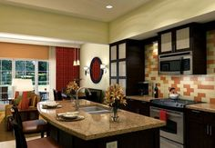 Marriott's Lakeshore Reserve: Detailed hotel room amenities and highlights in Orlando.