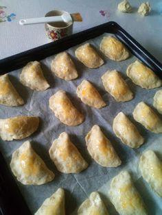 Τυροπιτάκια κουρού !!! ~ ΜΑΓΕΙΡΙΚΗ ΚΑΙ ΣΥΝΤΑΓΕΣ 2 Griddle Pan, Muffin, Breakfast, Recipes, Food, Grill Pan, Breakfast Cafe, Muffins, Rezepte