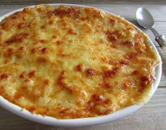 Want to prepare a quick and delicious dinner for your family? Nothing like cooking this tuna pasta gratin in the oven with béchamel sauce, cream and. Tuna Pasta, Good Food, Yummy Food, How To Cook Fish, Portuguese Recipes, Food Goals, Seafood Dishes, Quick Meals, Food Inspiration