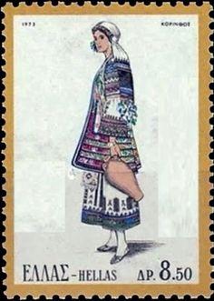 Η φορεσιά της Αργολιδοκορινθίας ξαπλώνονταν σε όλες τις πόλεις, κωμοπόλεις και χωριά του νομού αυτού. Ο μεγάλος αυτός νομός που αρχίζει από την Περαχώρα, έχει δηλ. βορεινά τα Γεράνια όρη και μέρος του Κορινθιακού κόλπου, δυτικά τα βουνά της Κυλλήνης ( Ζήρειας ), νότια τα βουνά του Αρτεμισίου και τον Αργολικό κόλπο, ανατολικά την χερσόνησο της Ερμιονίδος επί του Σαρωνικού κόλπου και φθάνει μέχρι του ισθμού της Κορίνθου, είχε μια κοινή φορεσιά. Στη μεγάλη αυτή περιοχή επικρατούσε η γνωστή…