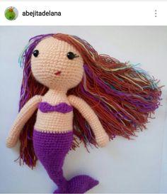 Una sirena, por @abejitadelana, desde Instagram. Lana, Dinosaur Stuffed Animal, Photo And Video, Toys, Instagram, Animals, Bees, Mermaids, Street