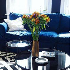 Bloomy Saturday  Danke @mybloomydays Schon spannend,wie anders Farben jetzt zu dem Blau wirken - aber nach wie vor,große Liebe  #bloom #blooms #bloomydays #bluevelvet #Blumen #couch #decor #decoration #details #einrichtung #ektorp #flowers #germaninteriorbloggers #Hamburg #hh #Ikea #instadaily #interior #interiordesign #interiores #interiorstyling #livingroom #meinikea #roomforinspo #sofa #velvet #velvetcouch