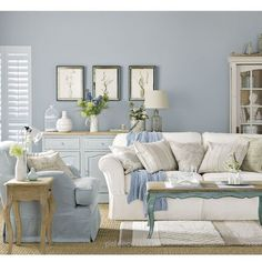 Blue Living Room Decor - What are good living room color combinations? Blue Living Room Decor - What colors look good with cobalt blue? Coastal Living Rooms, Shabby Chic Living Room, Shabby Chic Bedrooms, Shabby Chic Homes, Shabby Chic Furniture, Shabby Chic Decor, Living Room Furniture, Living Room Decor, Dining Room