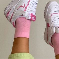 Dr Shoes, Tennis Shoes Outfit, Sock Shoes, Me Too Shoes, Pretty Shoes, Cute Shoes, Adidas Stan Smith, Swagg, Aesthetic Clothes