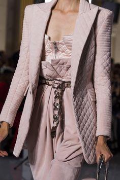 Modenschau von Balmain Prêt-à-porter Frühling-Sommer 2019 Paris Fashion Week Olivier . Fashion Mode, Moda Fashion, Daily Fashion, Trendy Fashion, Runway Fashion, Fashion Show, Womens Fashion, Fashion Tips, Fashion Trends
