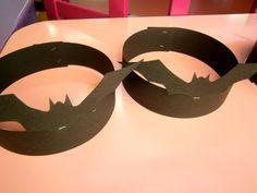 Προσχολική Παρεούλα : Αγόρια νυχτερίδες - Κορίτσια βατραχάκια !!! Καλή Τσικνοπέμπτη