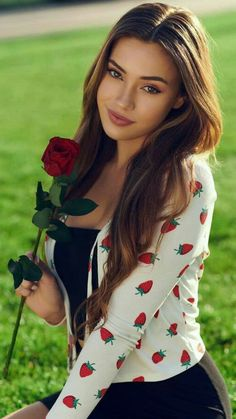 Most Beautiful Faces, Gorgeous Women, Beautiful People, Beautiful Pictures, Brunette Beauty, Glamour, Woman Face, Cute Young Girl, Up Dos