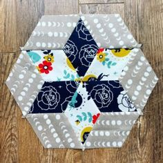 Today we're going to cover a basic quilt block: the Diamond in a Square. The traditional way would have you cut a diamond and four triangle pieces, but we have an easier method for foolproof… Chevron Quilt Pattern, Quilt Patterns, Baby Bib Tutorial, Baby Quilt Tutorials, Log Cabin Quilts, Sewing Projects For Beginners, Baby Quilts, Quilt Blocks, Quilting
