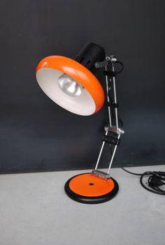 Lampe bureau orange Vintage en Métal. Années 70 en bon état de fonctionnement.