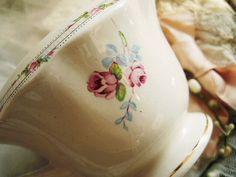 ティセット&ミルクピッチャー - イギリスとフランスのアンティーク | バラと天使のアンティーク | Eglantyne(エグランティーヌ)