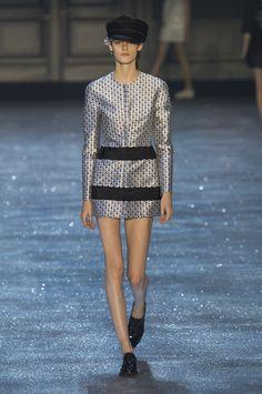 Mode à Paris S/S 2015 MONCLER GAMME ROUGE. See all fashion show at: http://www.bookmoda.com/?p=40330&lang=en #modeaparis #spring #summer #ss #fashionweek #catwalk #fashionshow #womansfashion #woman #fashion #style #look #collection #paris #monclergammerouge @moncler