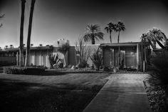 Mid-Century Modern architecture: Cody Court, Rancho Mirage (photo by Jim Riche) Mid Century Exterior, Desert Environment, Palm Springs Style, Rancho Mirage, Vintage Architecture, Coachella Valley, Mid Century House, Mid-century Modern, House Design